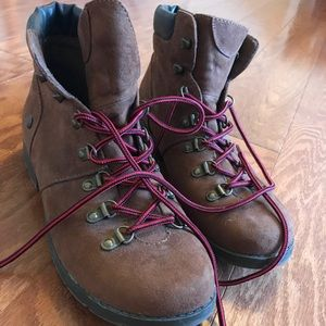 Shoes - Hiking/Casual boots - excellent condition